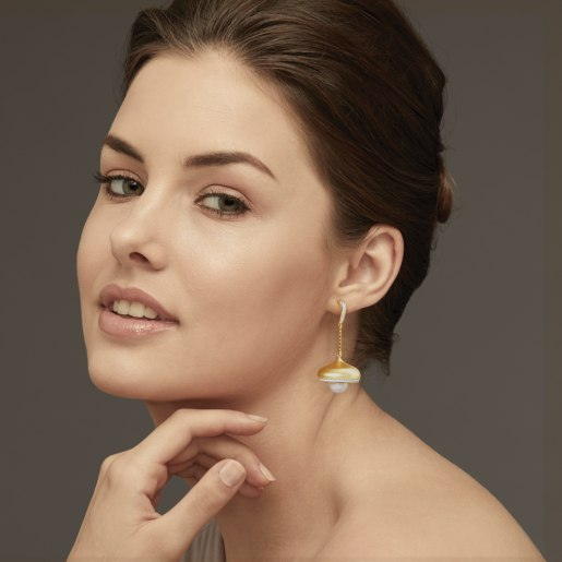 Diamond And White Pearl Earring In Yellow Gold (15.76 Gram)