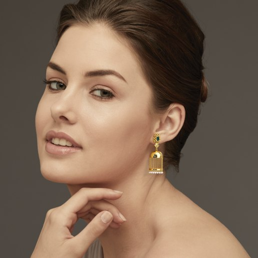Emerald And White Pearl Earring In Yellow Gold (13.77 Gram)
